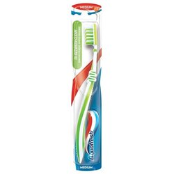 Зубная щетка Aquafresh In-Between Clean